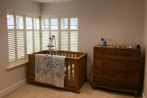Full height shutters for sash windows: modern Bedroom by Plantation Shutters Ltd