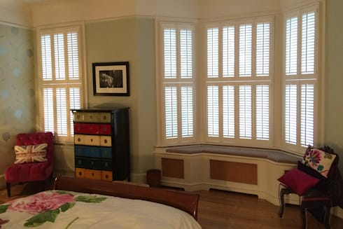 Tier on tier shutters for bay windows: modern Bedroom by Plantation Shutters Ltd