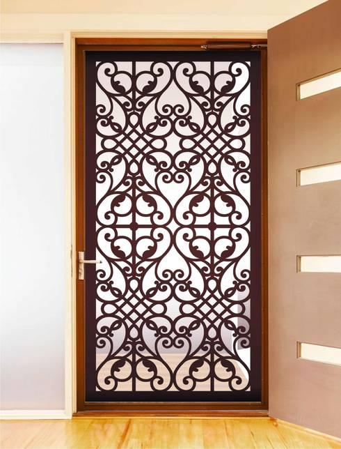 PROTECCIONES DECORATIVAS: Puertas y ventanas de estilo  por HERRAJES ECATEPEC DE ORIENTE, S.A. DE C.V.