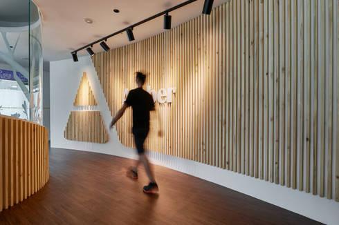 入口玄關主牆:  書房/辦公室 by CCL Architects & Planners林祺錦建築師事務所