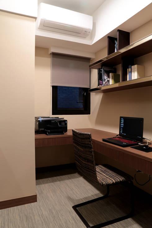 書房:  書房/辦公室 by 漢品室內設計
