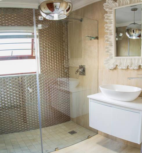 Bathroom. : classic Bathroom by Carne Interiors