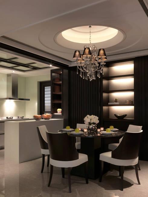 都峰苑張宅:  餐廳 by 大觀室內設計工程有限公司