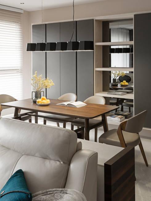 Ruang Keluarga by 賀澤室內設計 HOZO_interior_design