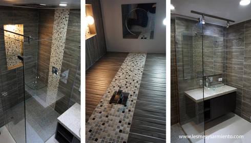 Remodelación de Baños en Bogotá. : Baños de estilo moderno por Lesmes y Sarmiento   Remodelaciones   Decoración y Diseño Interior   Arquitectura