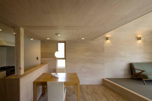 川越の住居/House in Kawagoe: 平山教博空間設計事務所が手掛けたダイニングです。