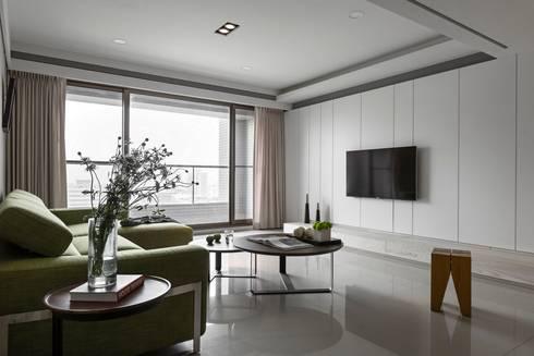 客廳電視牆:  客廳 by 共禾築研設計有限公司