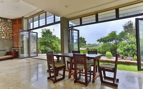 Villa Aaranyak: modern Dining room by prarthit shah architects