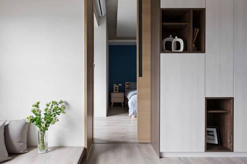 藍色。愛情海:  臥室 by 共禾築研設計有限公司