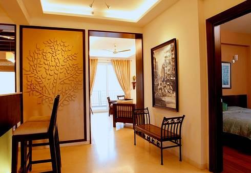 An apartment in Palm springs, Gurgaon:  Corridor & hallway by stonehenge designs