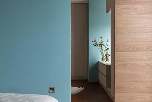 賀澤室內設計 HOZO_interior_design:  更衣室 by 賀澤室內設計 HOZO_interior_design