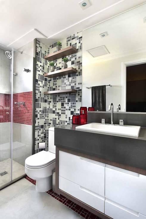 Apto em Santo André: Banheiros  por Espaço Alessandra Luz Casa & Jardim