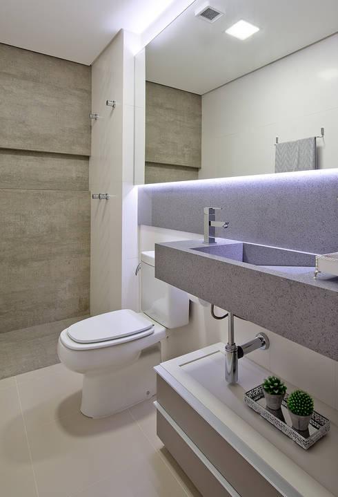 Projekty,  Łazienka zaprojektowane przez Kris Bristot Arquitetura