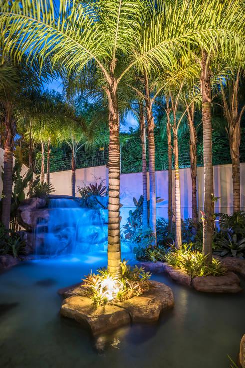 Residência Nova Lima : Jardins modernos por Andréa Buratto Arquitetura & Decoração