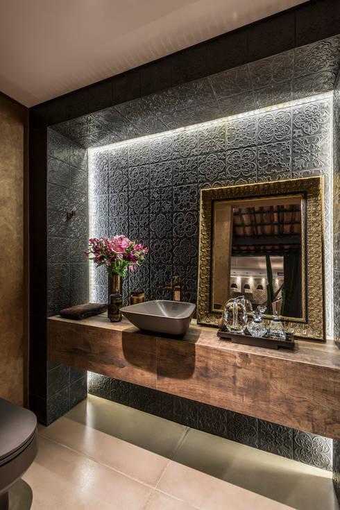 Residência Luxemburgo: Banheiros  por Andréa Buratto Arquitetura & Decoração