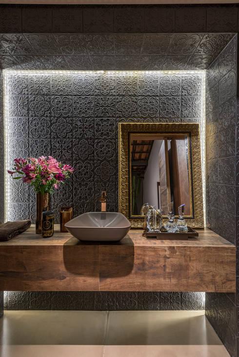 Residência Luxemburgo: Banheiros modernos por Andréa Buratto Arquitetura & Decoração