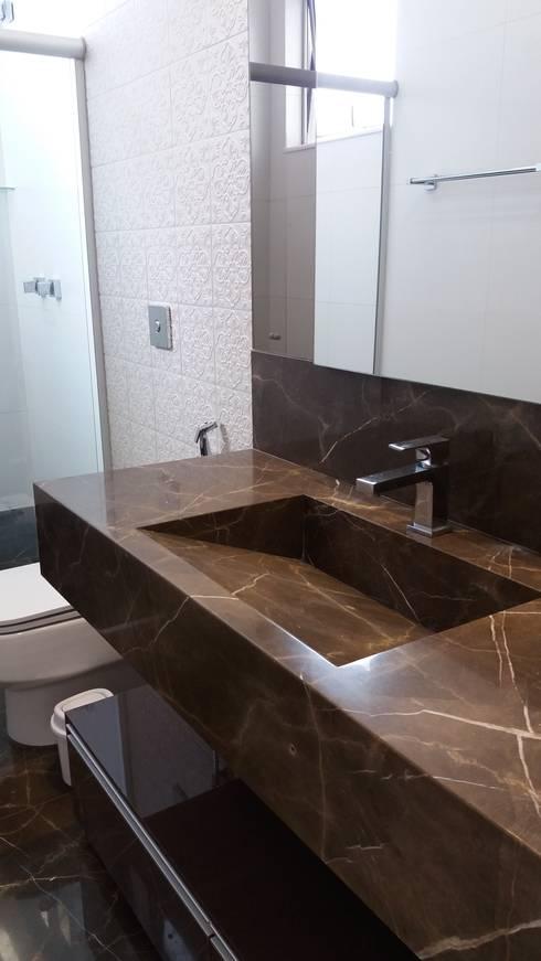 Baños de estilo  por Monica Guerra Arquitetura e Interiores