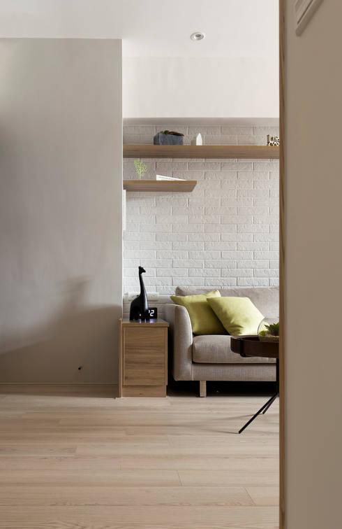 流動flow:  客廳 by 耀昀創意設計有限公司/Alfonso Ideas