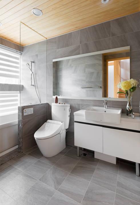 宜蘭健康屋 日式:  浴室 by 耀昀創意設計有限公司/Alfonso Ideas