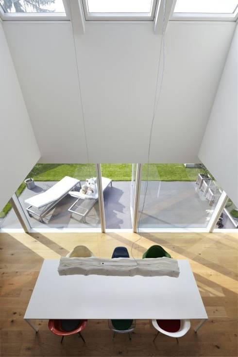 Comedores de estilo minimalista por Falke Architekten