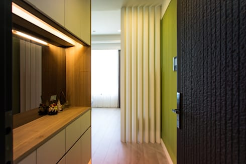 玄關:  走廊 & 玄關 by UNIQUE DESIGN優尼客空間設計
