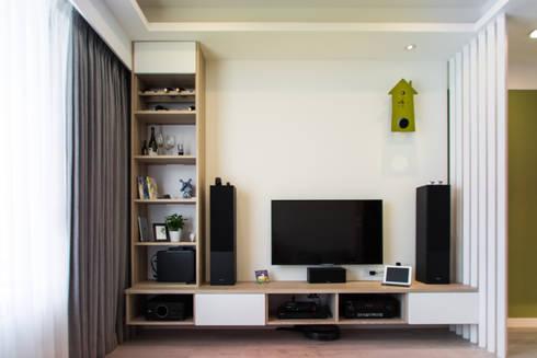 客廳:  客廳 by UNIQUE DESIGN優尼客空間設計