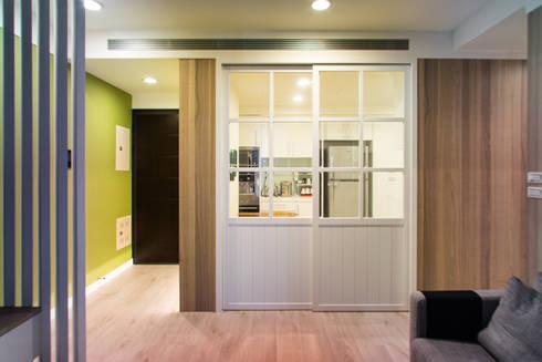 餐廳:  廚房 by UNIQUE DESIGN優尼客空間設計