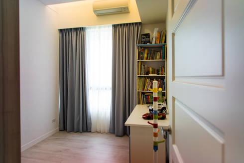 小孩房:  嬰兒/兒童房 by UNIQUE DESIGN優尼客空間設計
