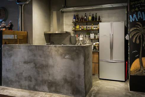吧台:  書房/辦公室 by UNIQUE DESIGN優尼客空間設計