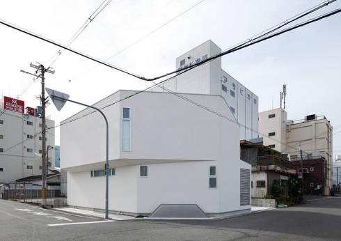 多面体カットの白いダイヤモンド: atelier mが手掛けた家です。
