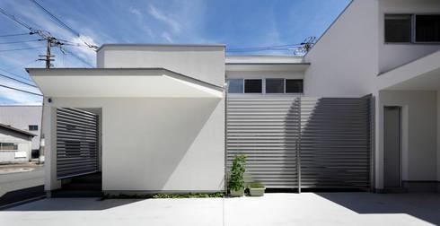 外から見た中庭: atelier mが手掛けた庭です。