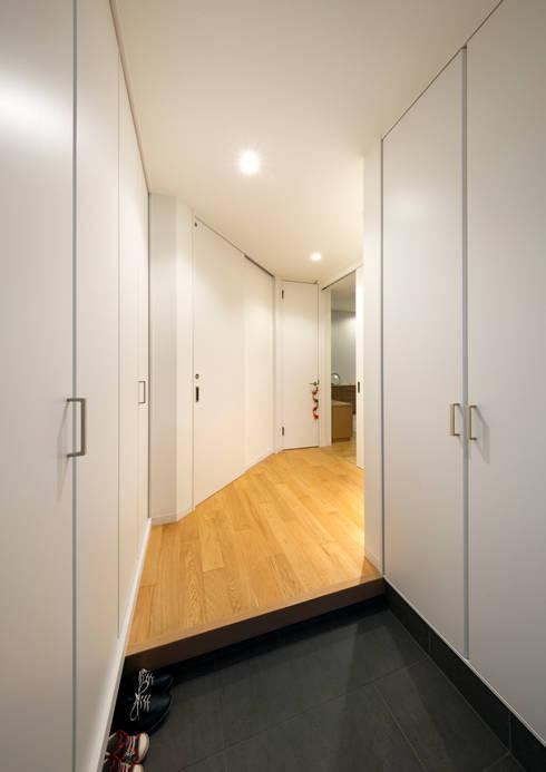 玄関: atelier mが手掛けた玄関・廊下・階段です。