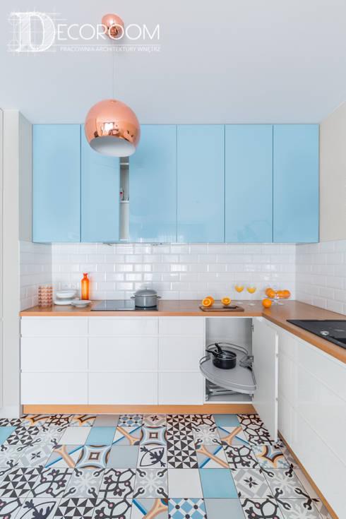 Mieszkanie z hiszpańską duszą : styl , w kategorii Kuchnia zaprojektowany przez Decoroom