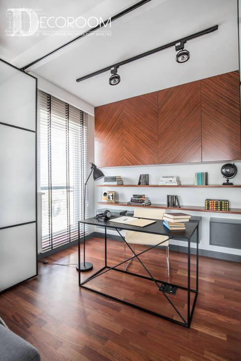 WYJĄTKOWE MIESZKANIE W STYLU LOFTOWYM: styl , w kategorii Domowe biuro i gabinet zaprojektowany przez Decoroom