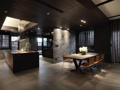無相:  餐廳 by 白金里居  空間設計