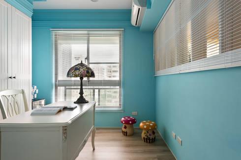 書房﹐優雅的藍﹑陽光的容器﹐裝載鮮豔﹑精采的居家生活:  書房/辦公室 by Glocal Architecture Office (G.A.O) 吳宗憲建築師事務所/安藤國際室內裝修工程有限公司