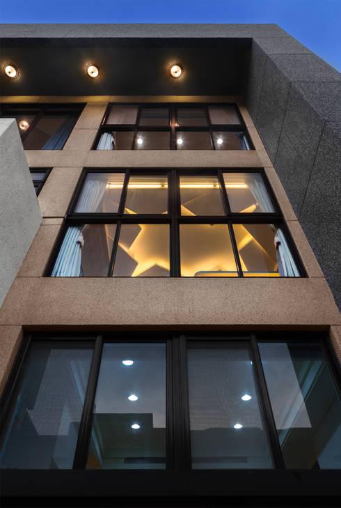 Окна в . Автор – Glocal Architecture Office (G.A.O) 吳宗憲建築師事務所/安藤國際室內裝修工程有限公司