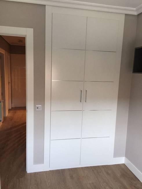 Puertas lacadas blancas en madrid de maderas y chapas homify - Puertas de armario empotrado ...