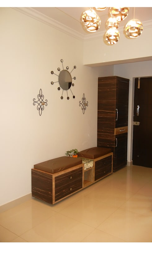 Foyer shoe unit :  Corridor, hallway & stairs  by Interiors By Suniti