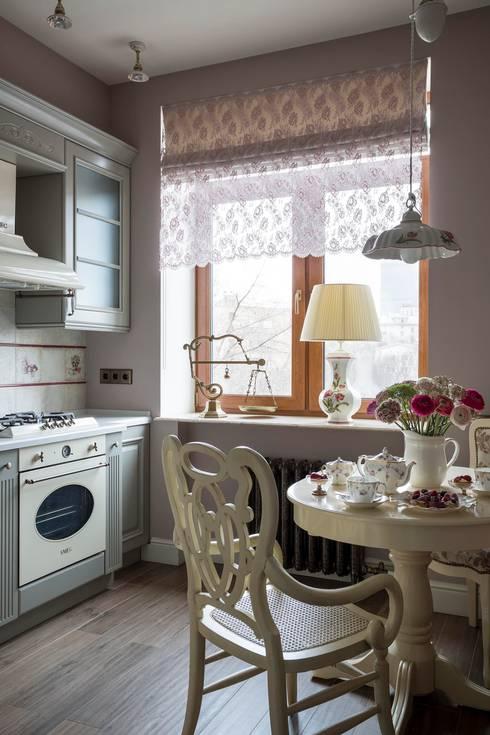 مطبخ تنفيذ Dots&points interior design studio
