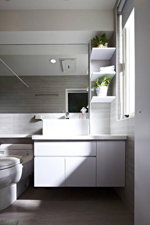 3F浴室:  浴室 by 映荷空間設計