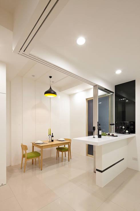 1F餐廳:  餐廳 by 映荷空間設計