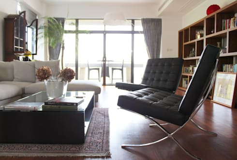 OFFICIAL RESIDENCE—REPULSE BAY: eclectic Living room by M2A Design