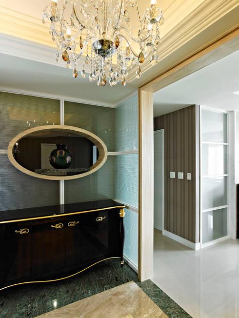 玄關:  房子 by 世家新室內裝修公司
