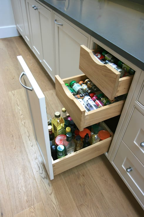 مطبخ تنفيذ Laura Gompertz Interiors Ltd