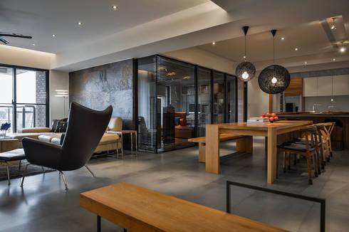 黑膠:  客廳 by 參與室內設計有限公司