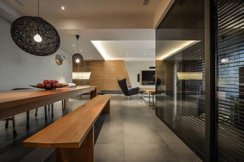 黑膠:  廚房 by 參與室內設計有限公司