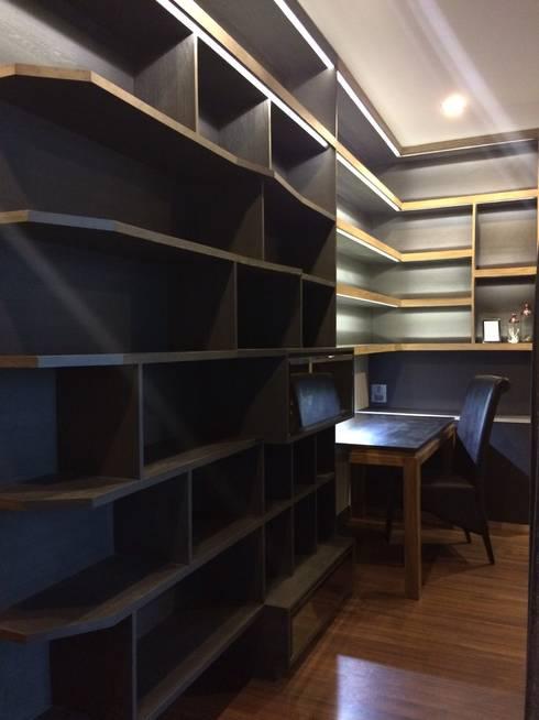 ตกแต่งภายในคอนโด Himma Chiangmai:  ห้องทำงาน/อ่านหนังสือ by เหนือ ดีไซน์ สตูดิโอ (North Design Studio)