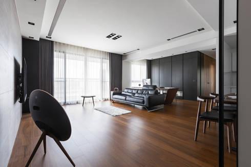 客廳的氛圍:  客廳 by 一水一木設計工作室