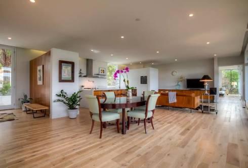 Airbnb Texas : modern Dining room by Urban Savvy Design